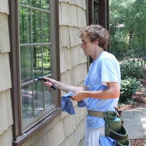 true shine window cleaning worker